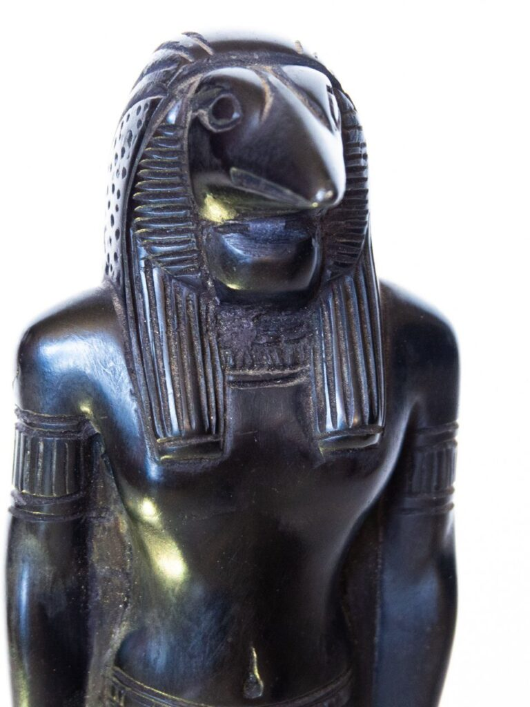 Talla de madera Dios egipcio Thot, excepcional acabado representando al dios egipcio Thot. Origen: El Cairo, Egipto. Tamaño: 15cm aprox.