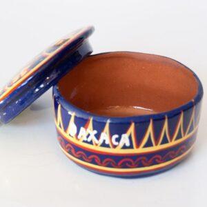 Cuenco de cerámica con motivos aztecas:Tipo: cuenco de cerámica.Procedencia: artista urbano, Oajaca, Méjico.Tamaño: 10cm de diámetro.