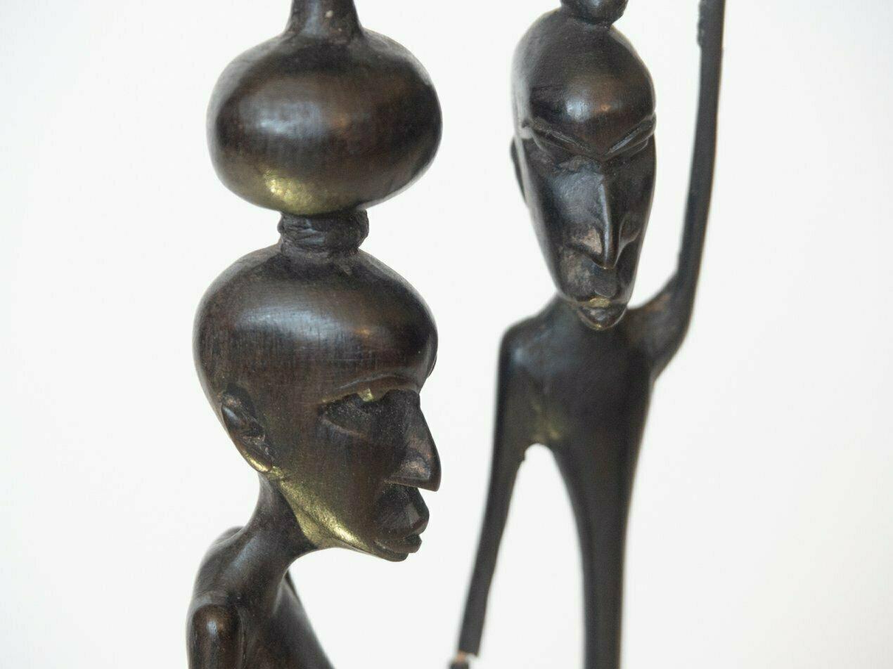 Talla en metal figuras alargadas. Tipo: talla en metal. Procedencia: Tanzania. Tamaño: 20cm de diámetro.