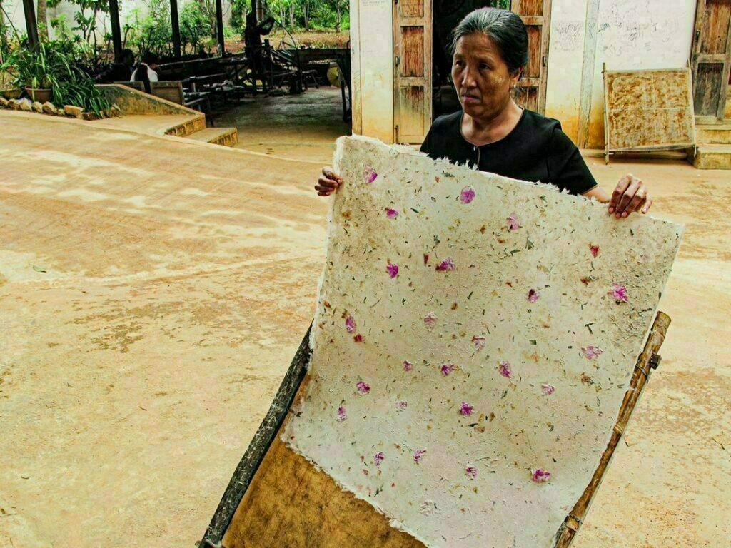 Elaboracion de papel en Birmania
