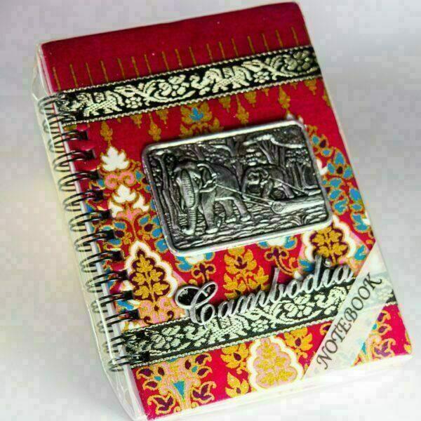 Cuaderno de Camboya con tapa en revestimiento textil y relieve metálico