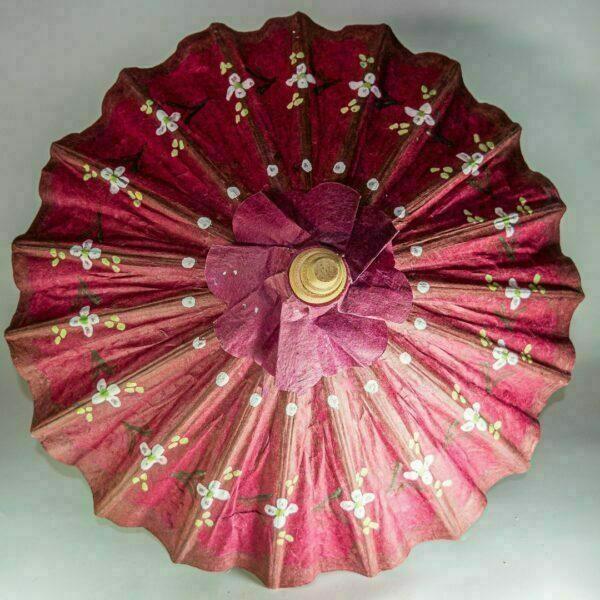 Sombrilla de marquetería y papel artesanal.